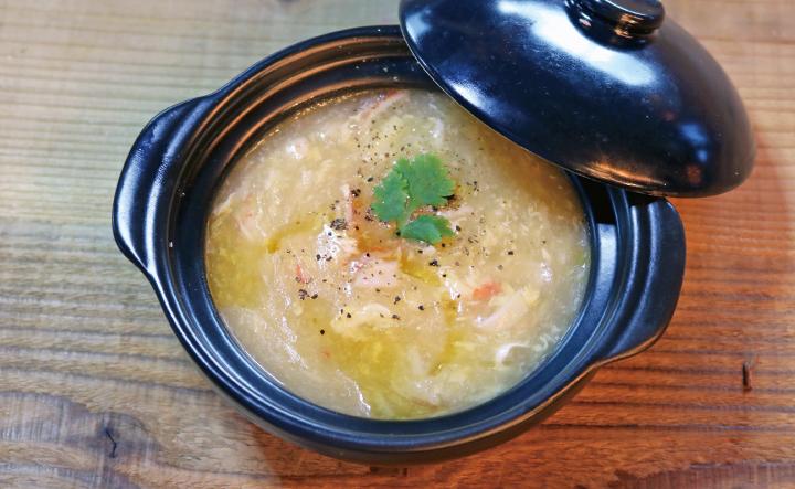 ズワイガニとアスパラガスのスープ